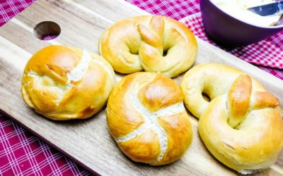 Brezeln und Laugengebäck frisch aus dem Ofen