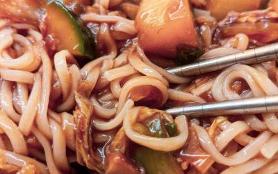 südkoreanische Jjajangmyeon (Nudeln mit Schwarzbohnenpaste)